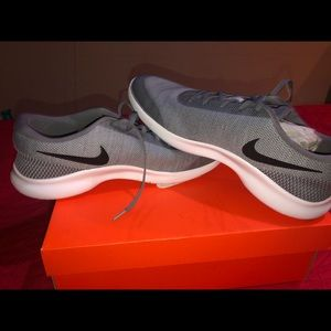 Men's Nike Shoe. BRAND NEW!!